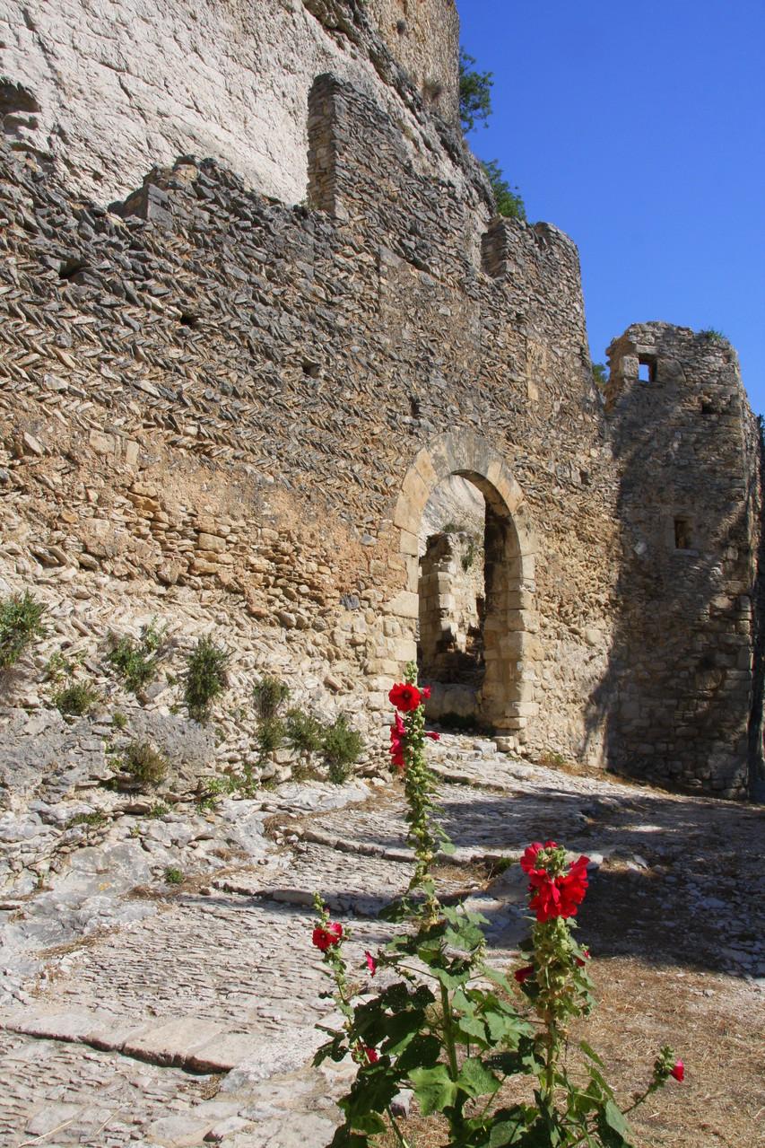 Bild: Tor der Ummauerung von Saint-Saturnin-les-Apt