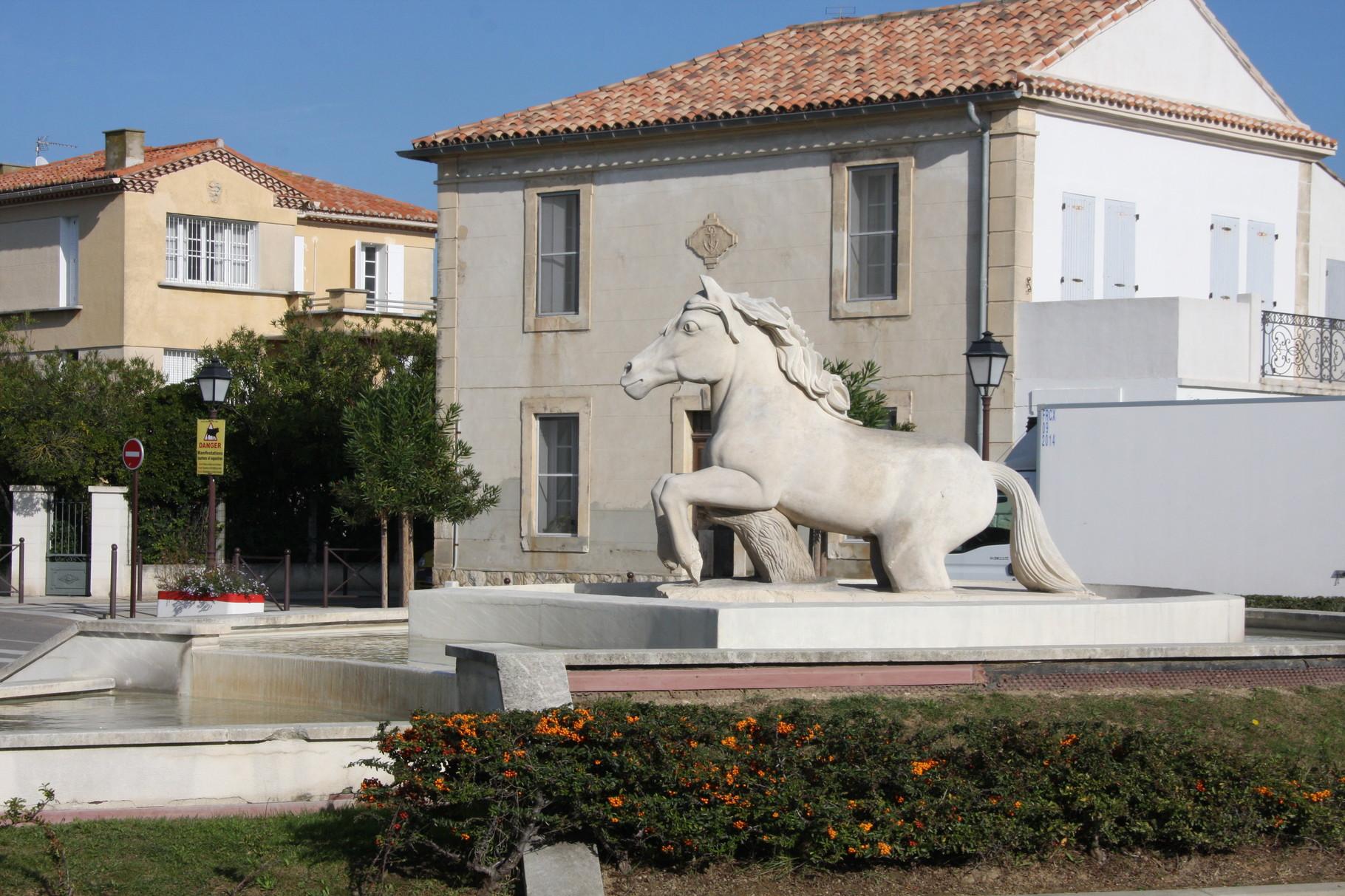 Bild: Denkmal für die Pferde der Camargue in Saintes-Maries-de-la-Mer