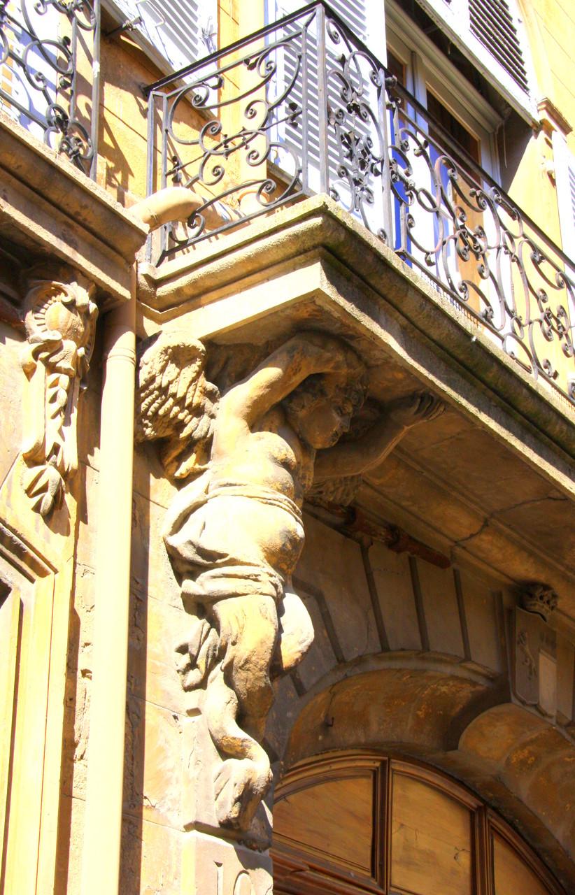 Bild: Fassaden, Portal in der Provence