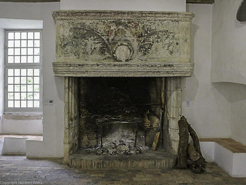 Bild: Kamin in der Wachstube von Château de Ratilly