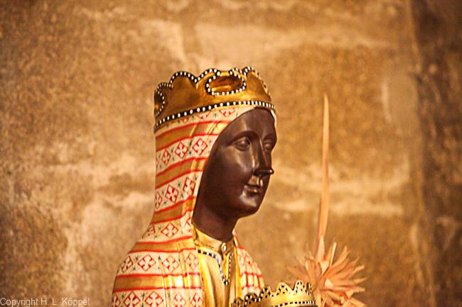 Bild: schwarze Madonna in der Kirche St. Etienne in Ille-sur-Têt