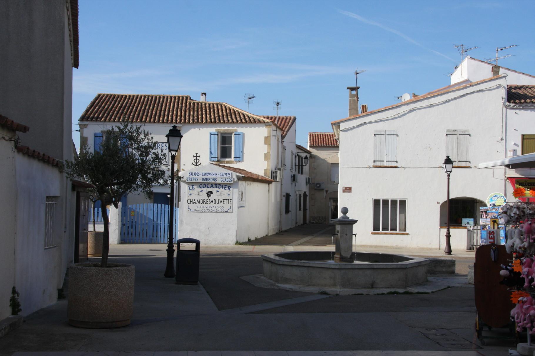 Bild: Brunnen in Saintes-Maries-de-la-Mer