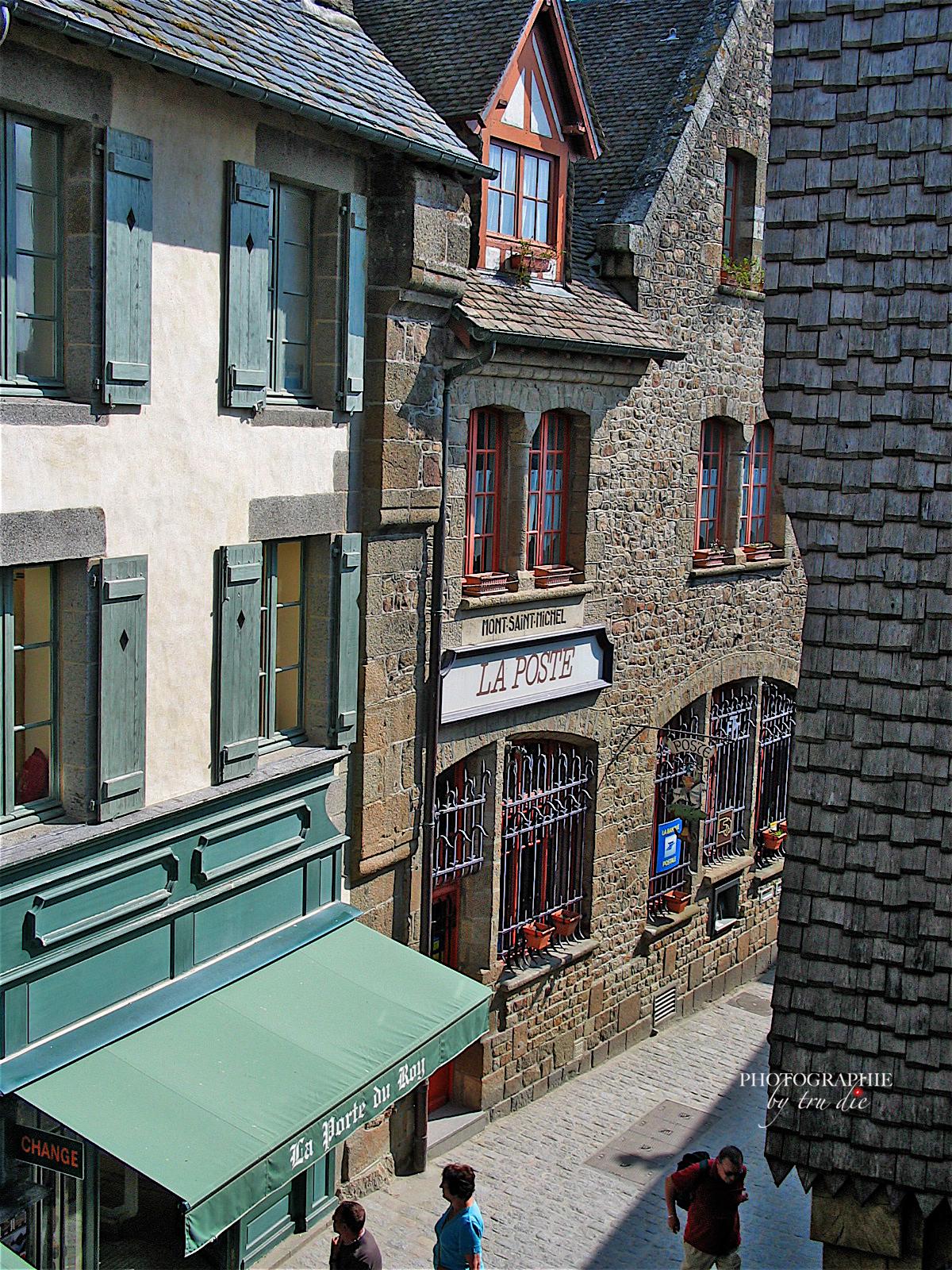Bild: in den Straßen von Mont-Saint-Michel