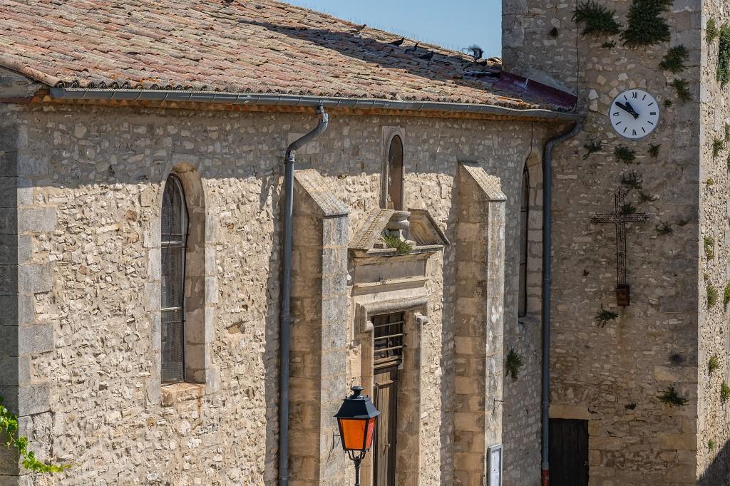 Bild: das Eingangsportal der Kirche