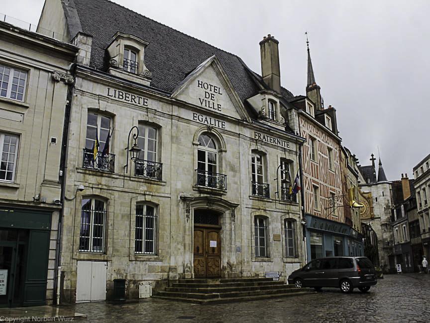 Bild: Rathaus von Auxerre