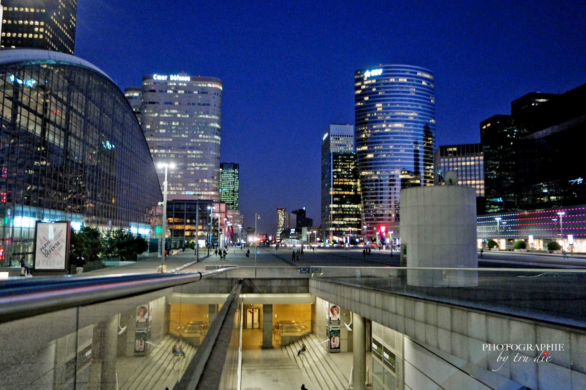 Bild: Stadtteil La Defense in Paris