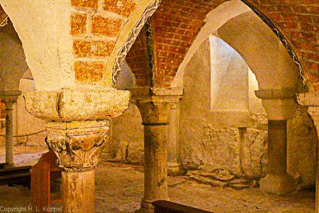 Bild: Krypta der Basilika Sainte Marie Madeleine in Vézelay