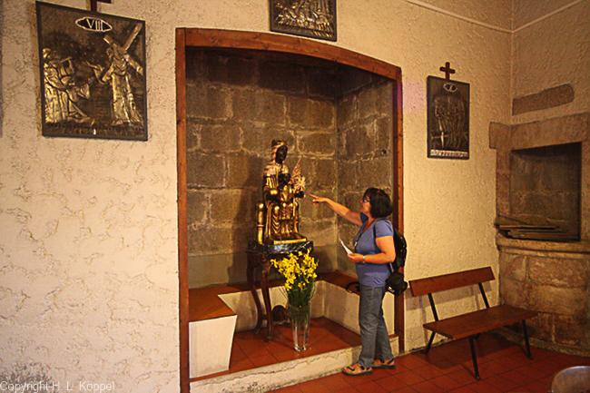 Bild: Nische mit schwarzer Madonna in der Kirche St. Etienne in Ille-sur-Têt