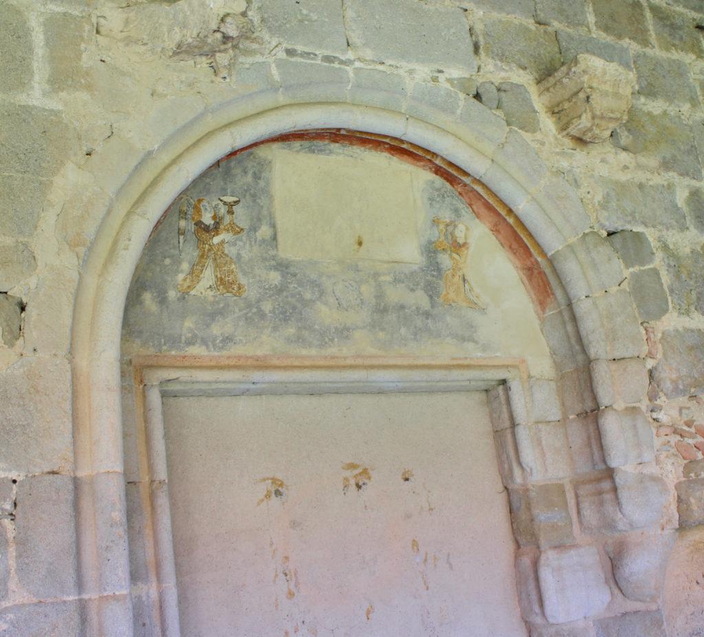 Engel mit Gral in der Abbaye de Saint-Hilaire