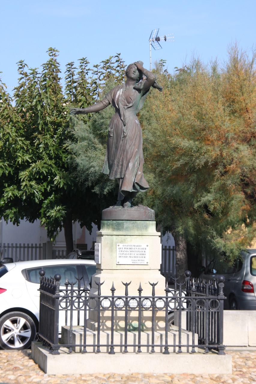 Bild: Statue Marielle in Saintes-Maries-de-la-Mer