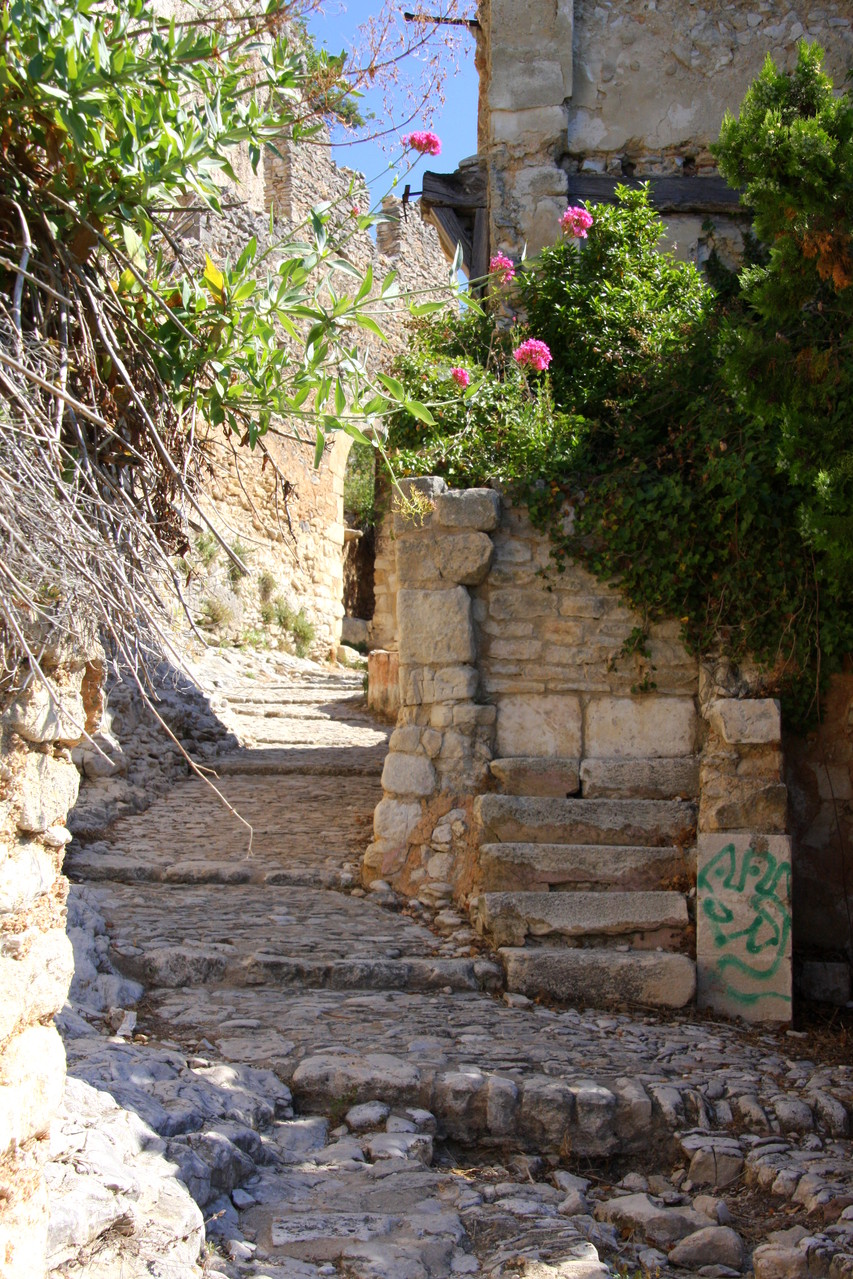 Bild: Einstieg zum Weg zur mittelalterlichen Schlossruine, Saint-Saturnin-les-Apt