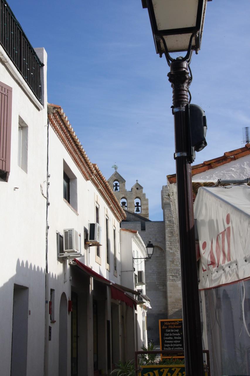 Bild: Straße in Saintes-Maries-de-la-Mer