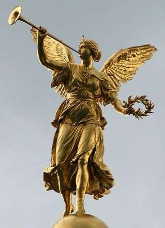 Statue de la Fama surmontant l'Académie des Beaux-Arts de Dresde (Allemagne)