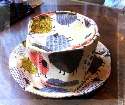 バックで使った羊の生地で帽子も作りました、カジュアルなコットン素材なので普段使えて良いですよ٩(๑´3`๑)۶