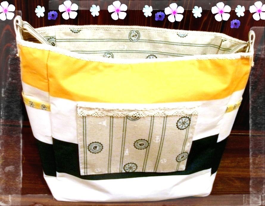 内布もマリン風の柄でシンプルで使いやすいデザインです、サイドにポケット付いてます。