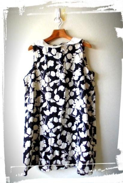 *洋裁の教室で作りました、日本製のモノトーンの花柄リネンにアンバランスな白衿でアクセントを付けたデザインです、着心地が良いです。