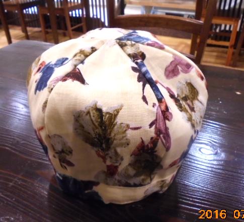 レトロなベレー帽も作ってみました、ありそうでないアイテムですね。