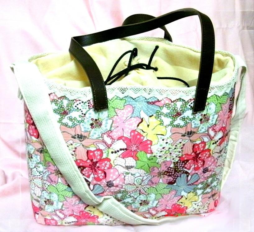 桜のカラフルな花柄とレースと巾着で和洋なイメージで作りました。