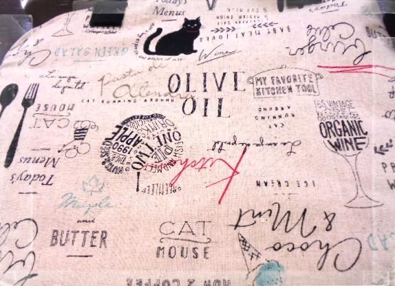 内布は黒猫とスイーツの柄でピアノに合う生地です。