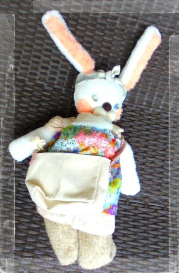 うちの新しい家族です、ウサまほです、ウサギの魔法使いと言う設定です、ターバンは懐かしのフランソワーズモレシャン風で、フランソワーズウサシャンです。