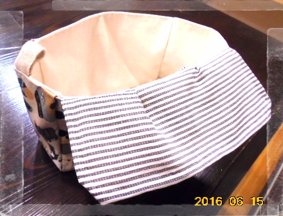 内側はこんな様子です、内布は帆布なので丈夫ですよ。