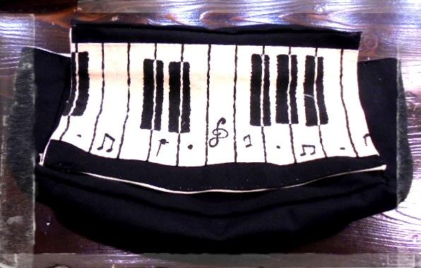 ピアノ柄のトートショルダーバッグです、フタ付きで結構な収納力です。