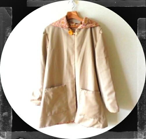 フード付きのショート丈でジャケットみたいに気軽に羽織れます