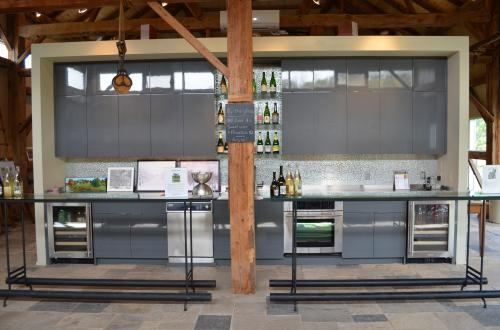 On the Saints and Sinners Trail. The Tasting Room at Beaver Valley Orchard and Cidery. Photo courtesy Grey County Tourism