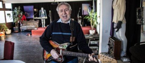 Rebell mit seiner Fender Jaguar, Baujahr 64.  Foto: Michael Schick