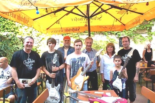 Siegerfoto Gitarrenbaukurs, 30. Juni 2012