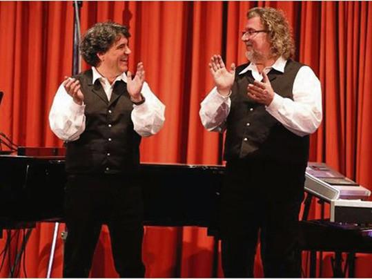 Die Freude über einen gelungenen Konzertabend ist Mike Hoffmann und Peter Kunz-von Gymnich anzusehen.