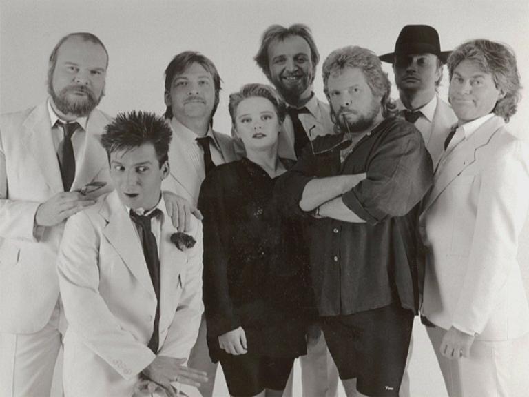 v.l.n.r.: Raimund Salg (g), Jo Reitz (tr), Joky Becker (b), Kerstin Pfau (voc), Ali Neander (g), Peter Osterwold (vov), Mob Böttcher (dr), Achim Farr (sax)