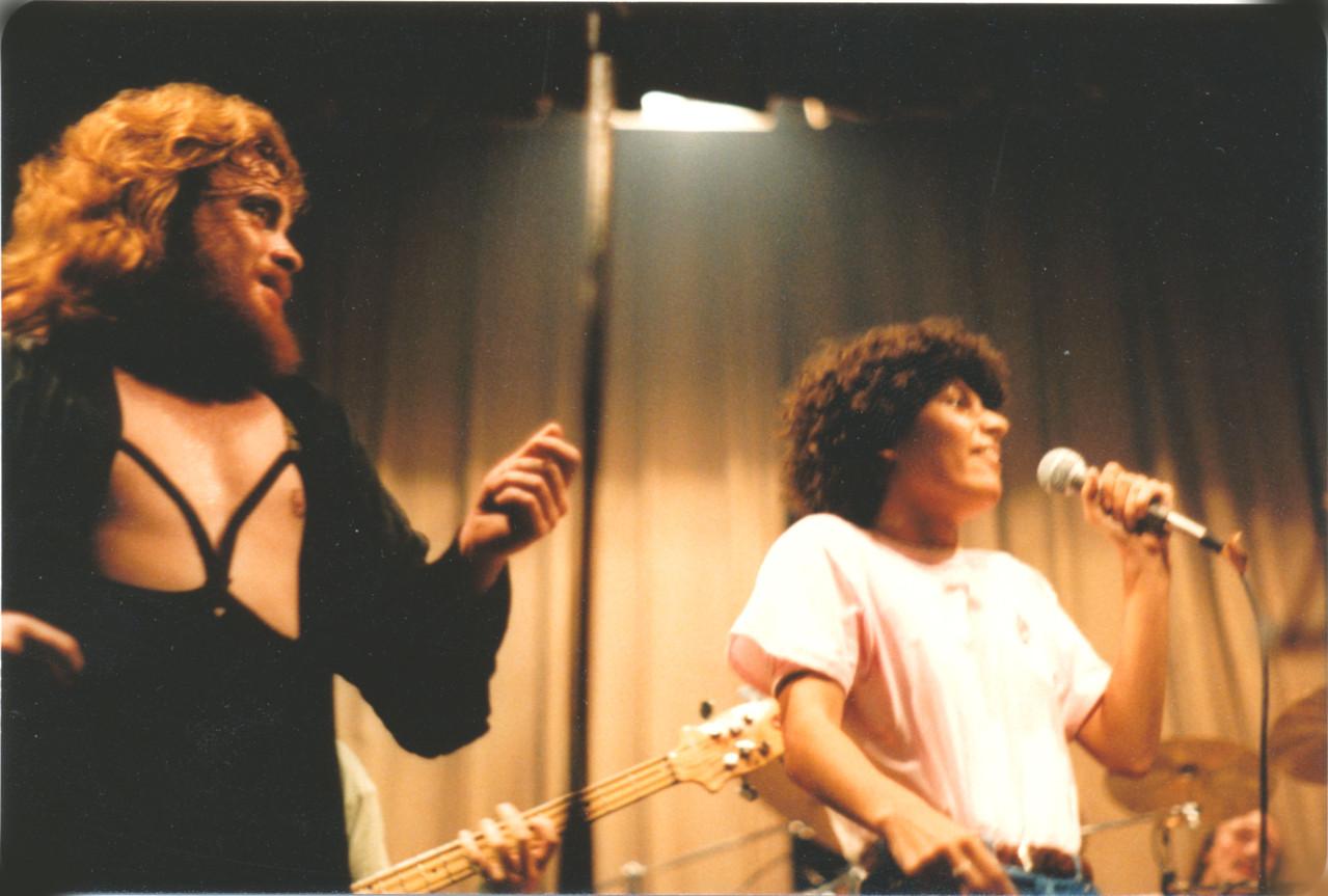 Gemeinsam auf der Bühne mit den Rodgau Monotones (Peter Osterwold & Amy Zahedi)