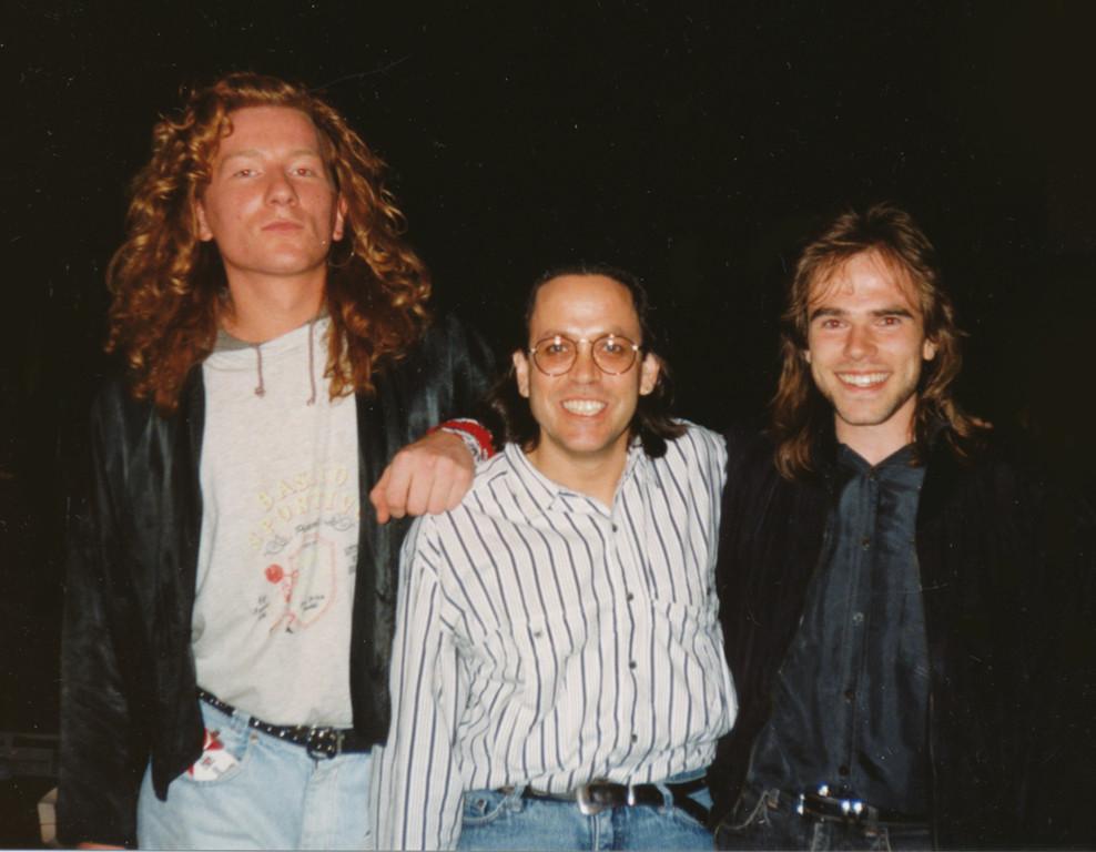 Backstage bei Toto 1990 in Frankfurt: Mitte: Jeff Porcaro, rechts: Torsten Dechert