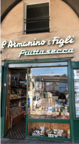 La bottega di Armanino & Figli, frutta secca e spezie, in Via di Sottoripa 115 a Genova.