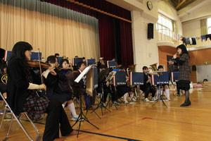 2011.3.31東日本大震災直後、登米市内の避難所にて現地の中学校吹奏楽部と合同演奏