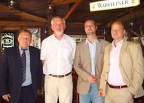 balról: DI Wolfgang Malik igazgató úr, Dr. Páva Zsolt polgármester úr, Dominic Neumann, MBA grazi városi képviselő társam és jómagam