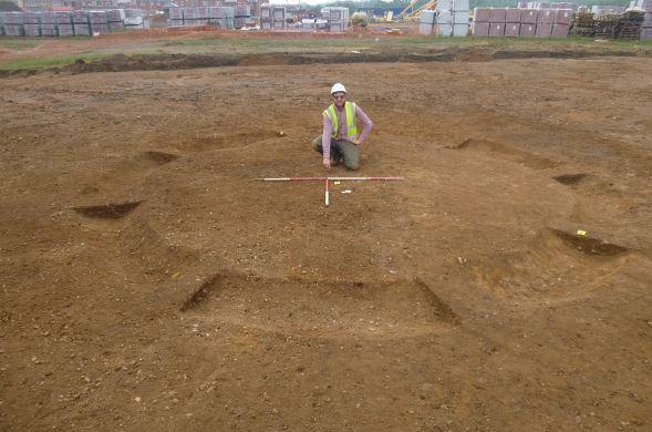 L'un des fossés en forme d'anneau découvert sur le site