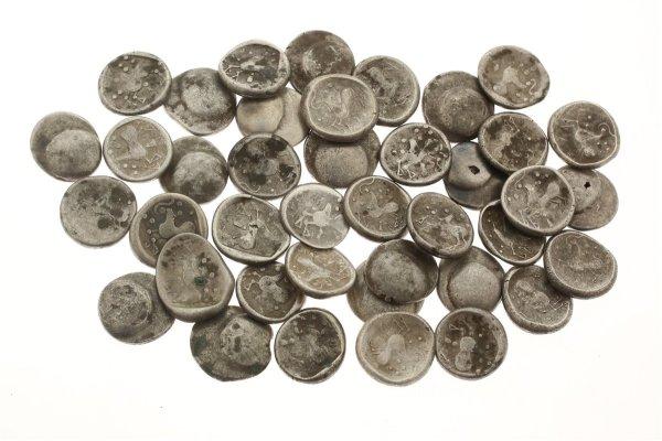 Les 40 pièces de monnaie celtiques. Crédit : Karol Pieta, Académie slovaque des sciences (SAV)
