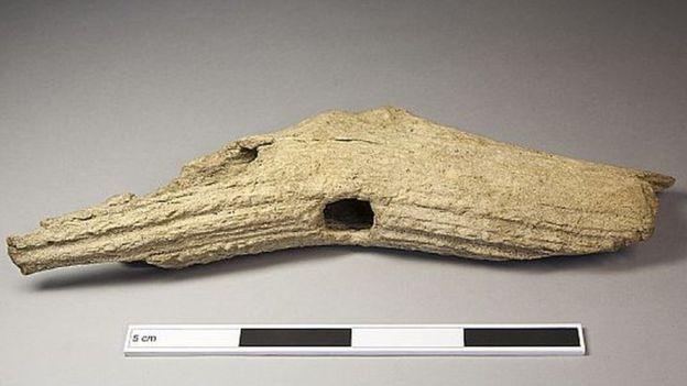 Les haches en bois de cerf ont été décrits comme une découverte rare. Crédit : AOC Archaeology