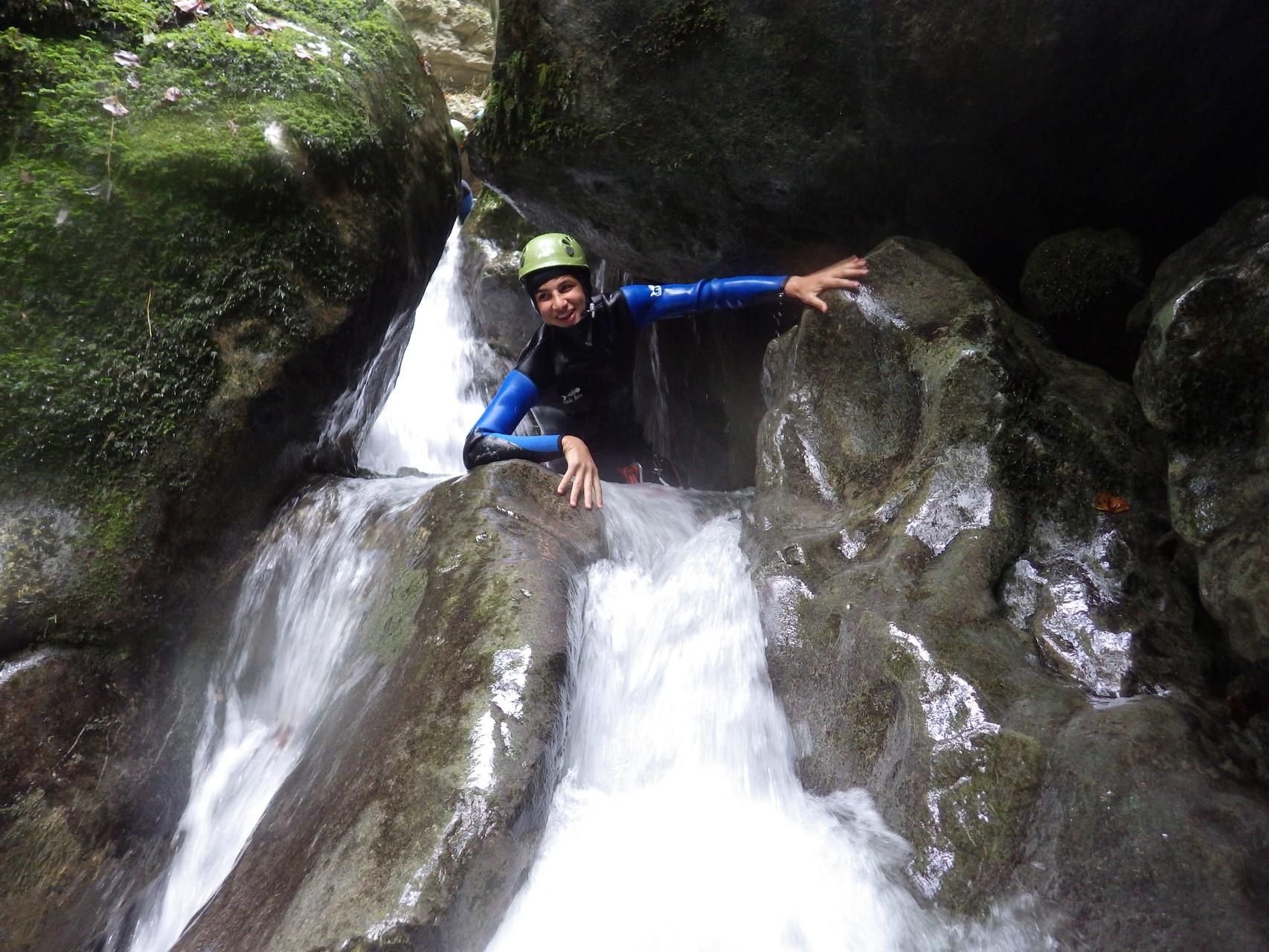 Sensations fortes dans l'eau fraiche en canyoning