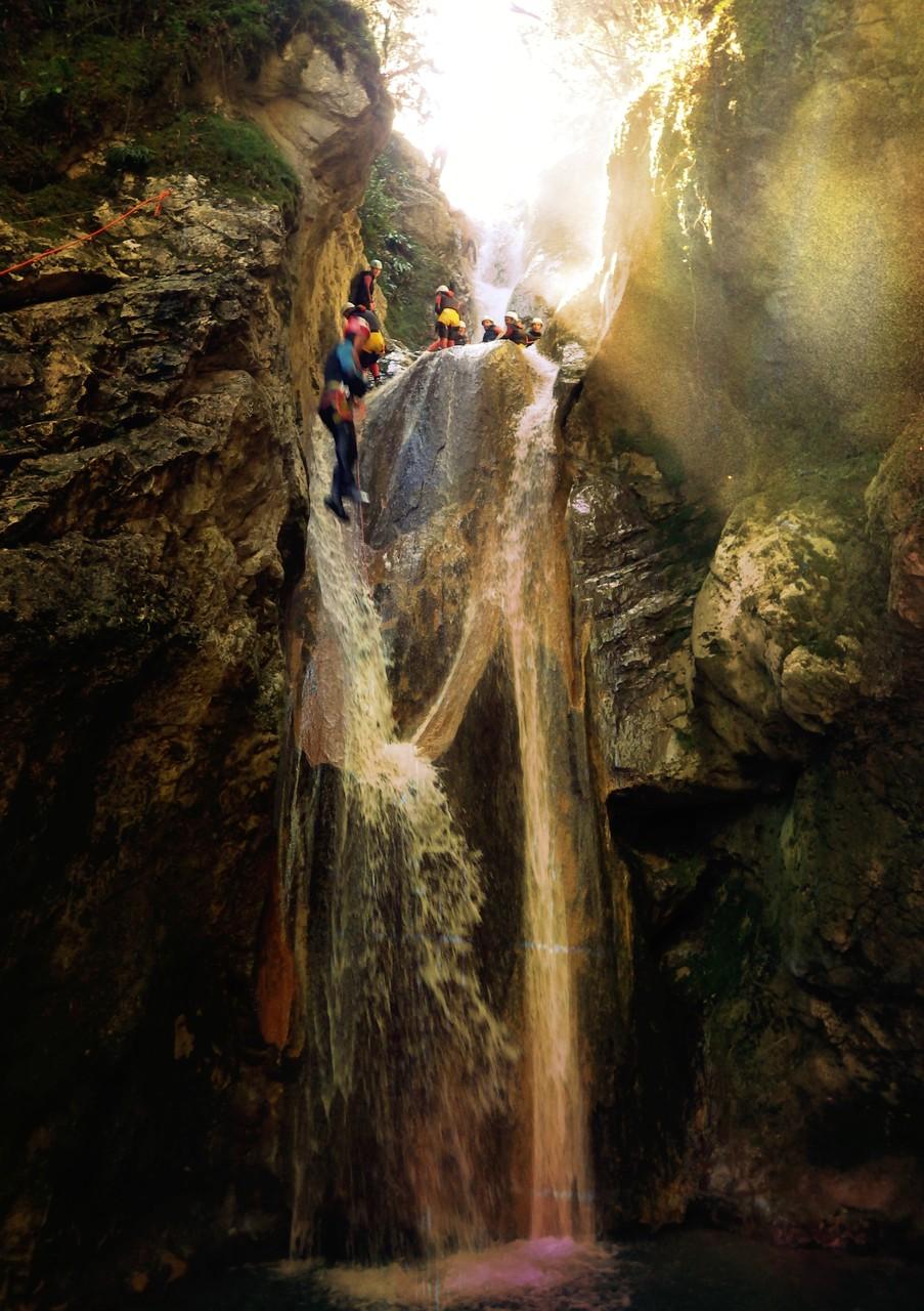 Saut de 10m en canyoning / Versoud - Isère