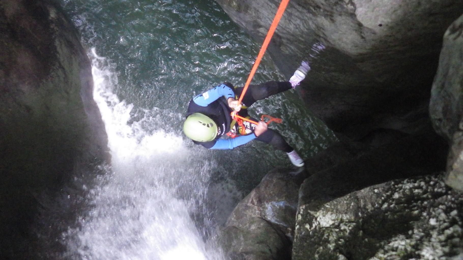 rappel de 10 m dans une cascade du Furon