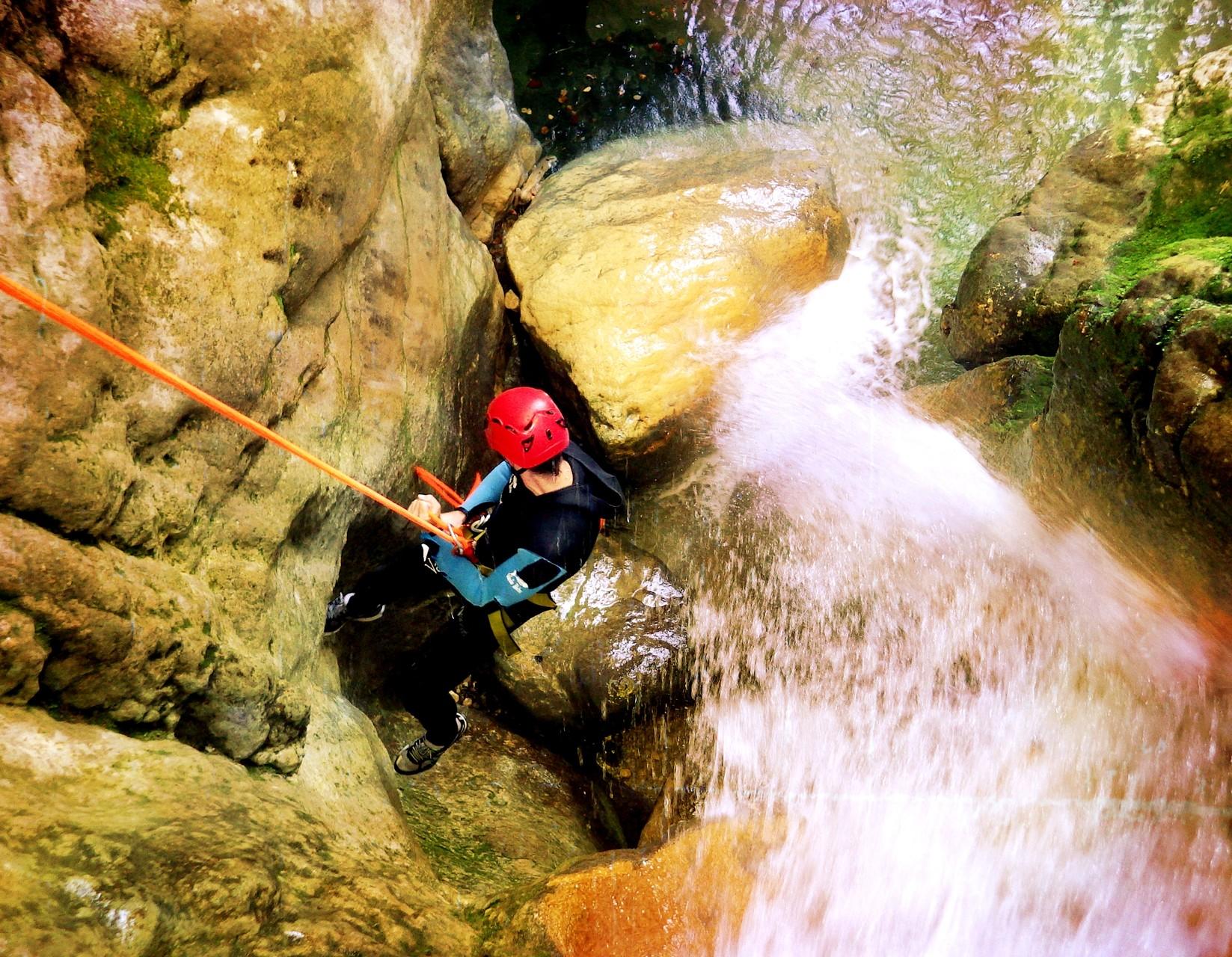 beau rappel arrosé - canyon du Versoud - Isère