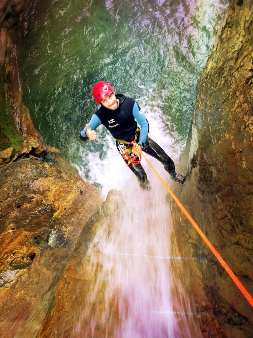rappel dans l'entrée du canyon du Versoud - Isère