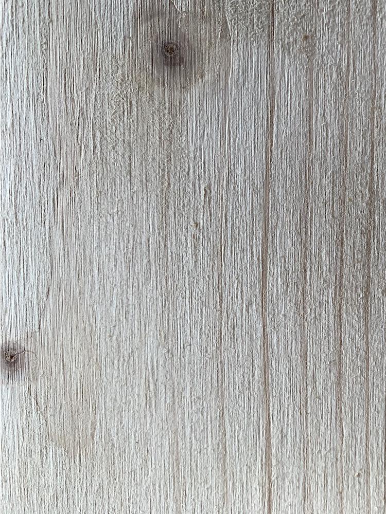 Unbehandelte Innenraumoberfläche einer neuen Magazinbeute. Welche Wirkung haben unterschiedliche Holzoberflächen auf die Biene und die Bildung der Baumhöhlenökologie.