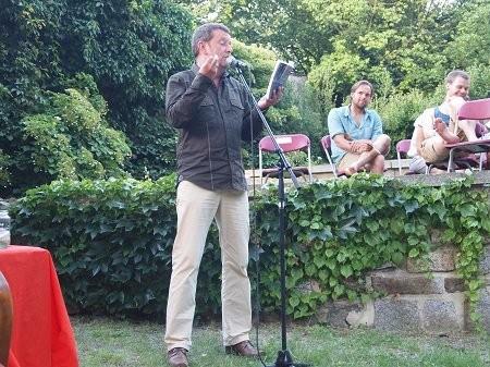 Poesie in Grün. Hier Axel Krüger