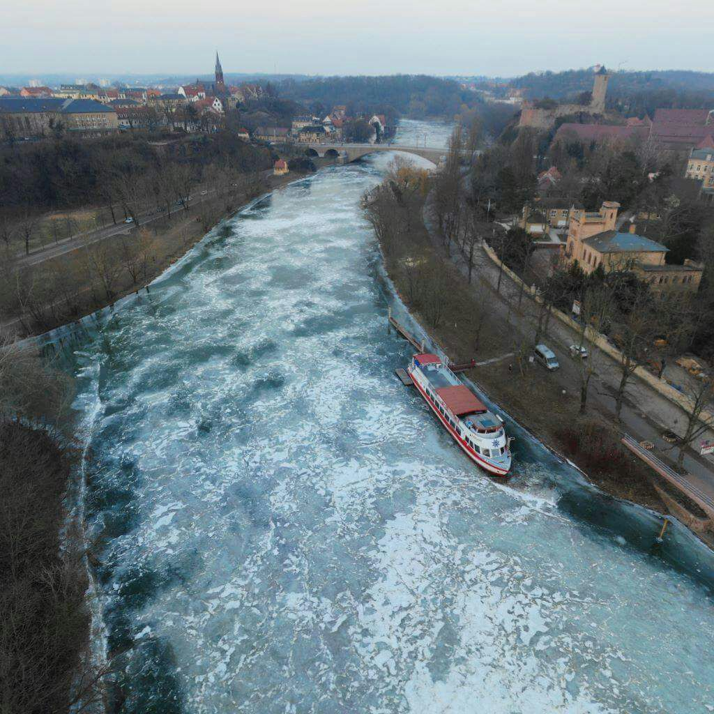 MS Händel II auf der zugefrorenen Saale am Anleger Riveufer 5 / Ecke Raintraße, 06114 Halle/Saale