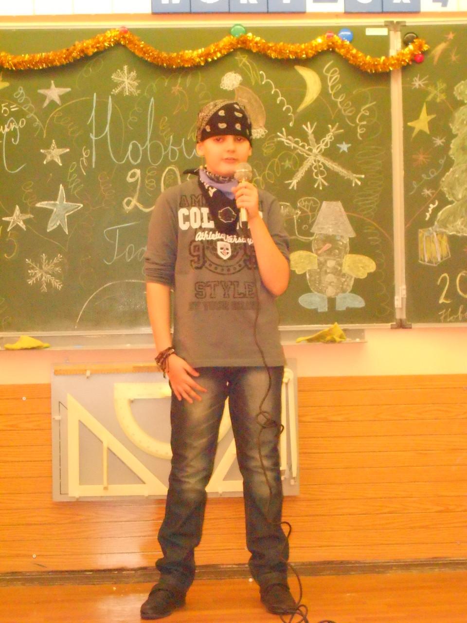 Даниил Кравченко перевоплотился в Валерия Кипелова.  Группа «Ария », песня «Беспечный ангел».