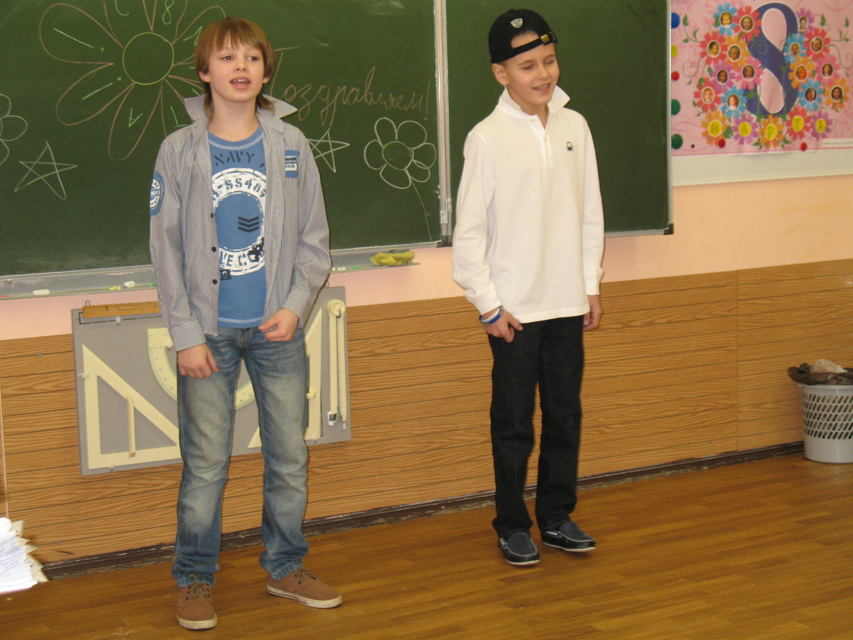 """""""Улыбайся!"""" Исполняют Михачев Иван и Рыбалкин Артем"""